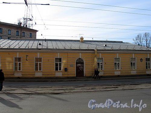 Ул. Чапаева, д. 24. Фасад здания. Фото апрель 2010 г.