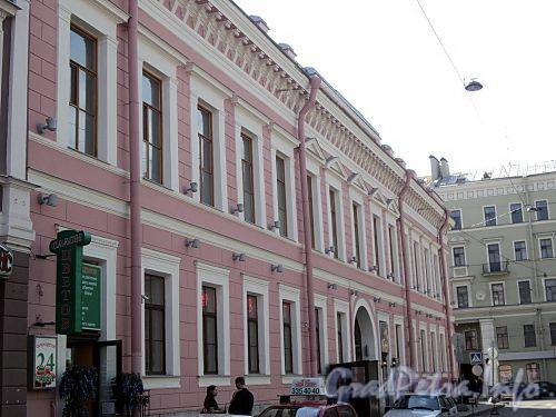 Фурштатская ул., д. 1 / Литейный пр., д. 14. Фасад по улице. Фото май 2010 г.