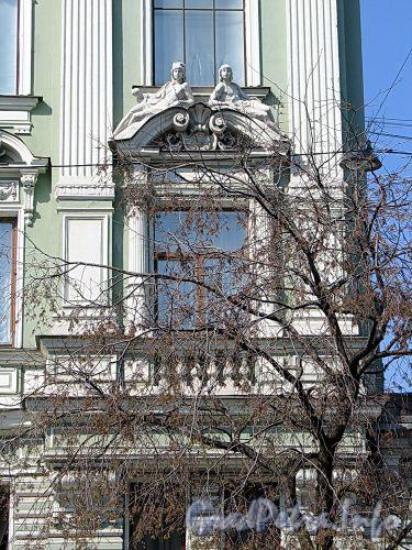 Фурштатская ул., д. 2. Доходный дом В. И. Черепенникова. Фрагмент фасада. Фото май 2010 г.