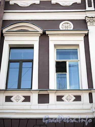 Фурштатская ул., д. 3. Фрагмент фасада здания. Фото май 2010 г.