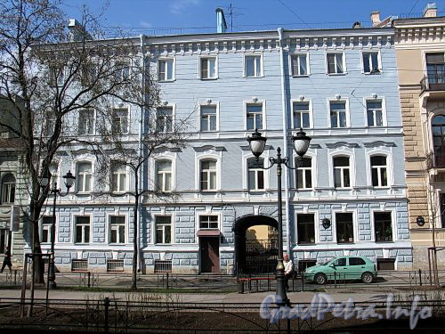 Фурштатская ул., д. 8. Доходный дом К.И. Мровинского (К.Ф. Уртьевой). Фасад здания. Фото май 2010 г.