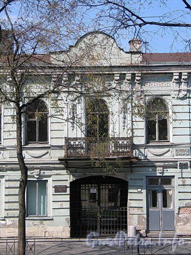 Фурштатская ул., д. 6. Фрагмент фасада здания. Фото май 2010 г.