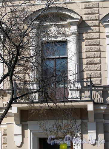 Фурштатская ул., д. 10. Доходный дом В.П. Орлова-Давыдова. Фрагмент фасада. Фото май 2010 г.