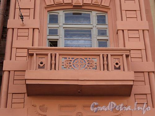 Фурштатская ул., д. 11. Доходный дом 3.М. и А.А. Зайцевых. Балкон правого эркера. Фото май 2010 г.