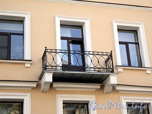 Фурштатская ул., д. 13. Решетка балкона. Фото май 2010 г.