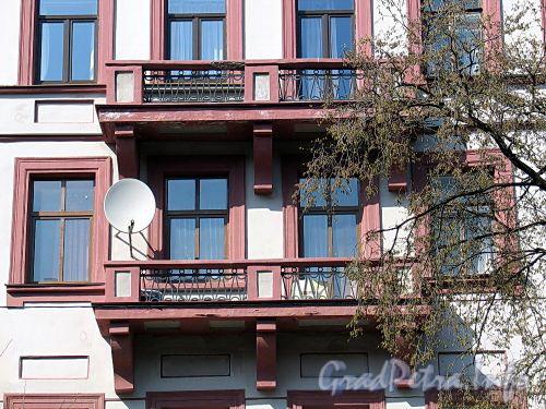 Фурштатская ул., д. 16. Центральные балконы. Фото май 2010 г.