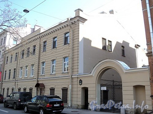 Фурштатская ул., д. 21. Общий вид здания. Фото май 2010 г.