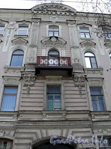 Фурштатская ул., д. 25. Фрагмент центральной части фасада. Фото май 2010 г.