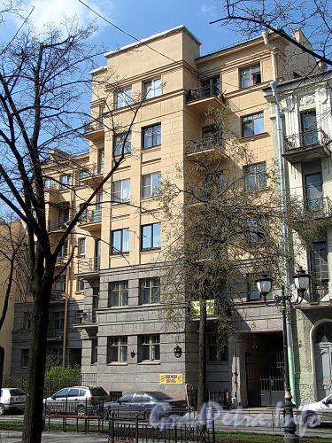Фурштатская ул., д. 26. Фасад здания. Фото май 2010 г.