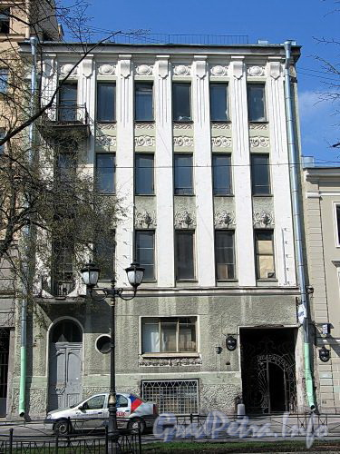 Фурштатская ул., д. 28. Фасад здания. Фото май 2010 г.