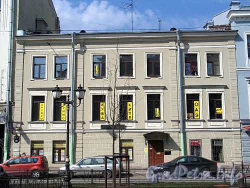 Фурштатская ул., д. 30. Фасад здания. Фото май 2010 г.