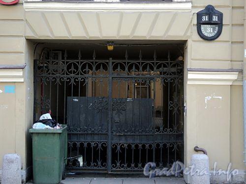 Фурштатская ул., д. 31. Решетка ворот. Фото май 2010 г.