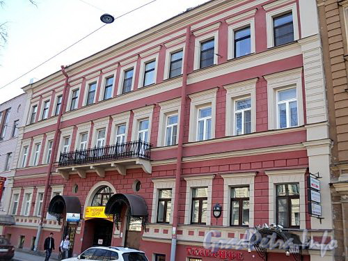 Фурштатская ул., д. 35. Фасад здания. Фото май 2010 г.