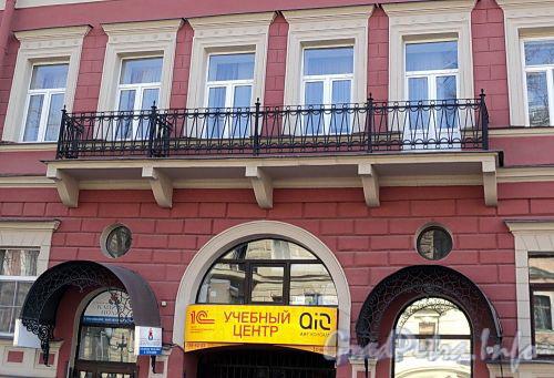 Фурштатская ул., д. 35. Фрагмент фасада. Фото май 2010 г.