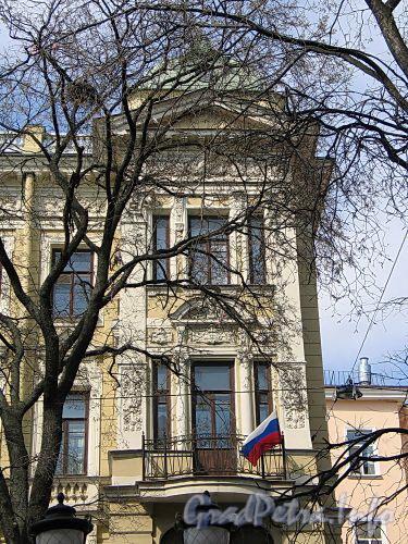 Фурштатская ул., д. 36 (левый корпус). Фрагмент фасада. Фото май 2010 г.