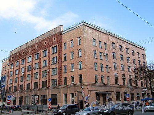 Фурштатская ул., д. 38 / пр. Чернышевского, д. 16. Общий вид здания. Фото май 2010 г.