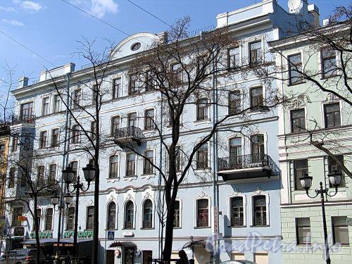 Фурштатская ул., д. 42. Фасад здания. Фото май 2010 г.