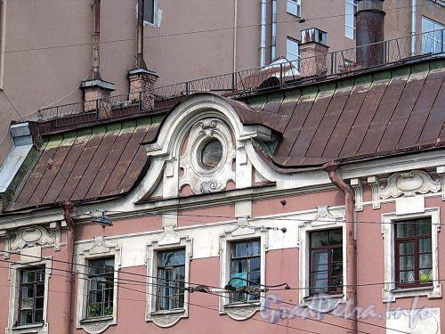 Фурштатская ул., д. 62 / Потемкинская ул. д. 9. Фрагмент фасада по Фурштатской улице. Фото май 2010 г.