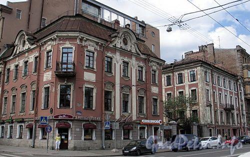 Потемкинская ул., д. 9 / Фурштатская ул., д. 62. Общий вид здания. Фото май 2010 г.