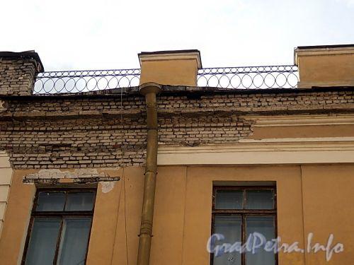 Галерная ул., д. 9. Фрагмент фасада здания. Фото июнь 2010 г.