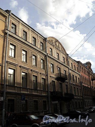 Галерная ул., д. 20 (левая часть). Фасад здания. Фото июнь 2010 г.