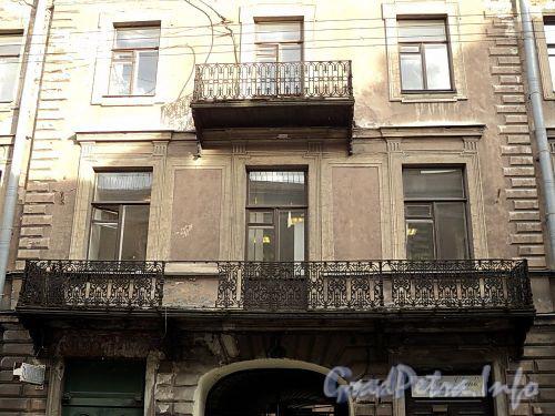 Галерная ул., д. 20 (левая часть). Балконы. Фото июнь 2010 г.