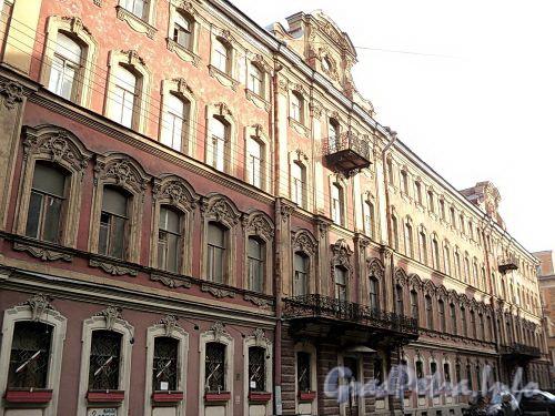 Галерная ул., д. 20 (правая часть) / Замятин пер., д. 4. Фасад по улице. Фото июнь 2010 г.
