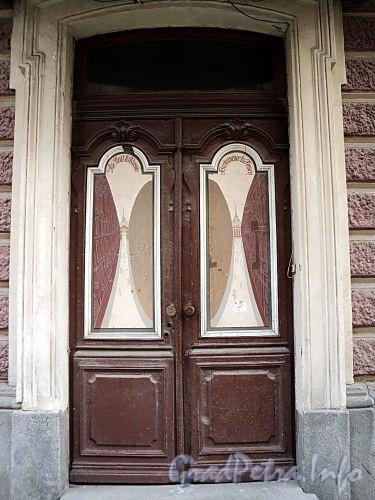 Галерная ул., д. 20 (правая часть). Левая входная дверь. Фото июнь 2010 г.