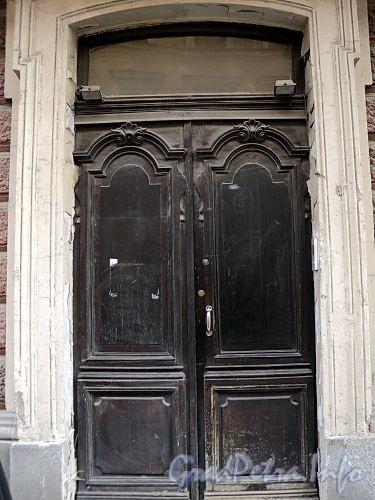 Галерная ул., д. 20 (правая часть). Правая входная дверь. Фото июнь 2010 г.
