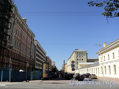 Перспектива Захарьевской улицы от Потемкинской улицы в сторону проспекта Чернышевского. Фото июль 2010 г.