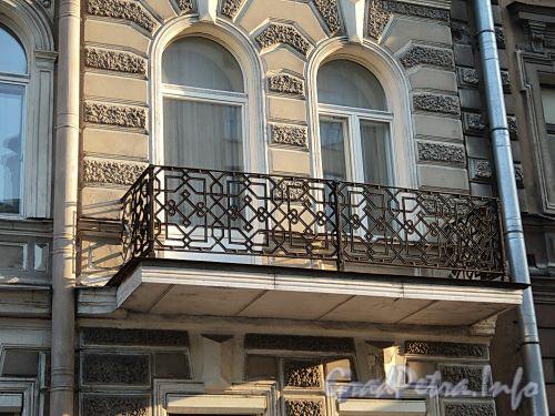 Захарьевская ул., д. 5. Решетка балкона. Фото июль 2010 г.