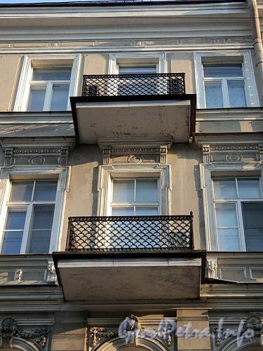 Захарьевская ул., д. 5. Балконы. Фото июль 2010 г.