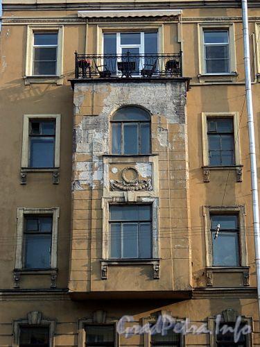 Захарьевская ул., д. 9. Левый эркер. Фото июль 2010 г.