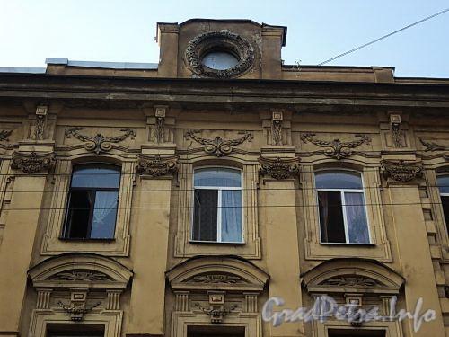 Захарьевская ул., д. 12. Фрагмент фасада. Фото июль 2010 г.