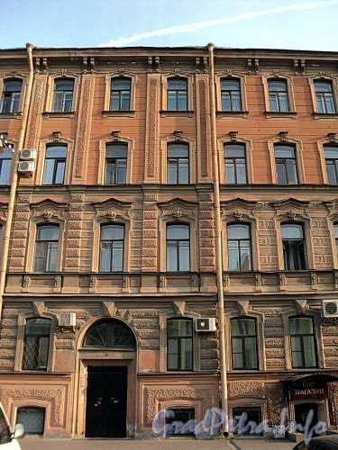 Захарьевская ул., д. 13. Фрагмент фасада. Фото июль 2010 г.