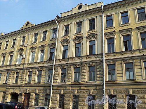 Захарьевская ул., д. 15. Фрагмент фасада. Фото июль 2010 г.