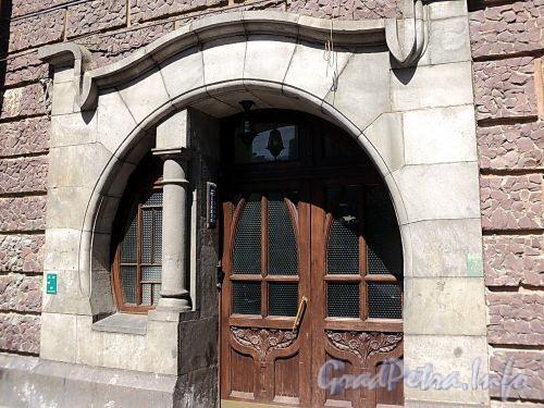 Захарьевская ул., д. 16. Парадный подъезд. Фото июль 2010 г.