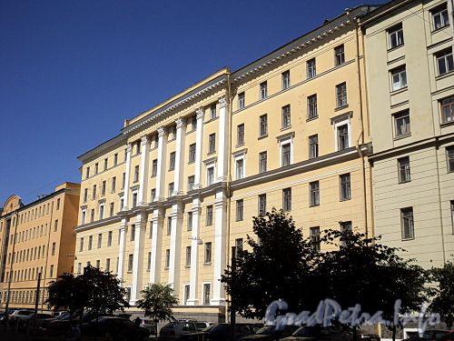 Захарьевская ул., д. 22. Левый корпус. Фасад здания. Фото июль 2010 г.