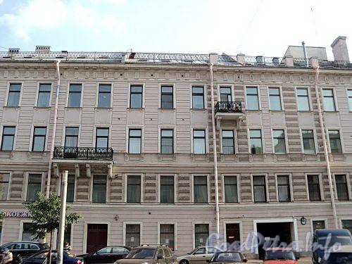 Захарьевская ул., д. 25. Фрагмент фасада. Фото июль 2010 г.