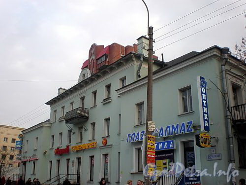 Енотаевская ул., д. 4. Фасад здания. Фото апрель 2010 г.