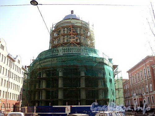 Евангелическо-лютеранская церквь Св. Анны. Реставрация. Вид с Фурштатской улицы. Фото май 2010 г.