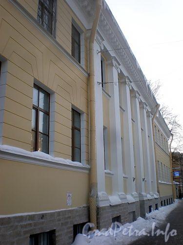 Кирочная ул., д. 31 (левый корпус). Фасад здания. Фото февраль 2010 г.