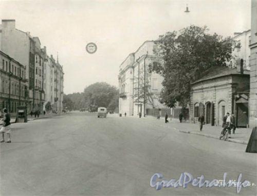 Перспектива Кирочной улицы от Суворовского проспекта в сторону Таврической улицы. Справа - здания школы № 163. Фото 1935 г. (с сайта школы)