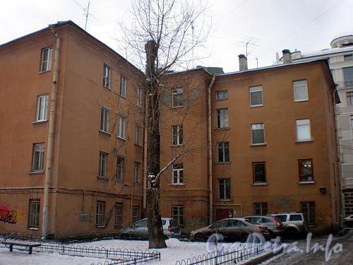 Динамовская ул., д. 3 / Кемская ул., д. 8. Вид со двора. Фото декабрь 2010 г.