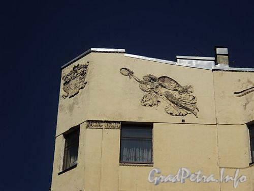Тверская ул., д. 2 / Таврическая ул., д. 37 (угловой корпус). Доходный дом А.С. Обольянинова. Фрагмент угловой части фасада. Фото август 2010 г.