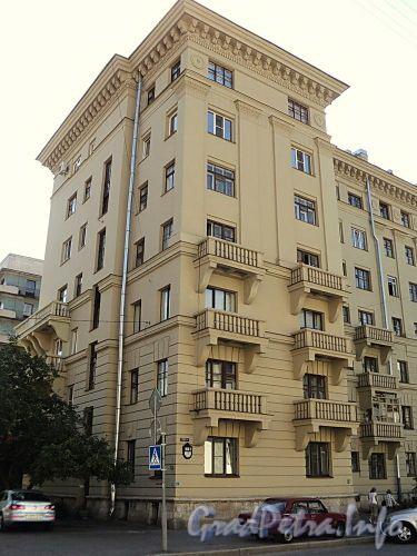 Тверская ул., д. 3. Угловая часть здания. Фото август 2010 г.