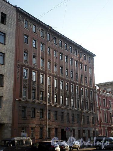 Тверская ул., д. 7. Фасад здания. Фото апрель 2009 г.