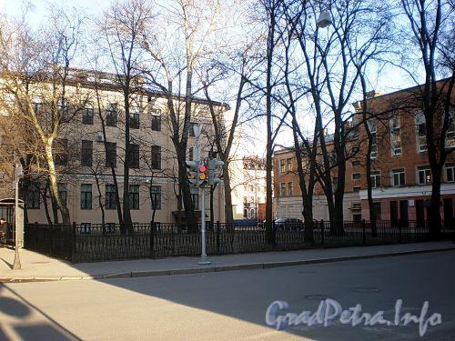 Сквер на углу Тверской и Кавалергардской улиц. Фото апрель 2009 г.