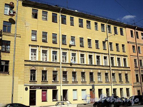 Тверская ул., д. 12 (правая часть). Фасад здания. Фото август 2010 г.