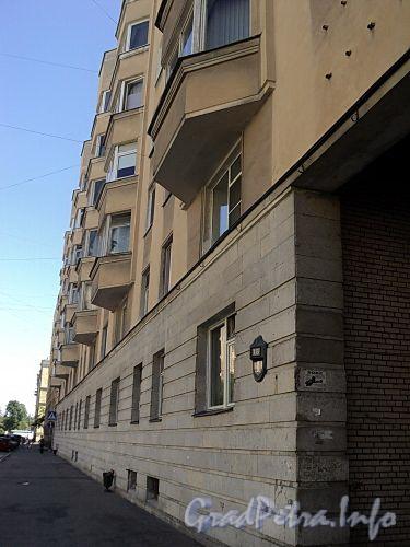 Тверская ул., д. 15. Вид вдоль фасада лицевого корпуса. Фото август 2010 г.